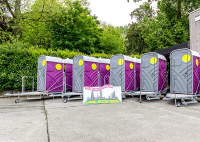 toiletten op aanhangwagens